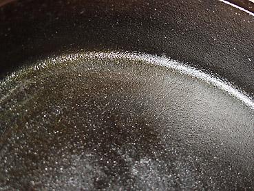 ダッチオーブンのシーズニング