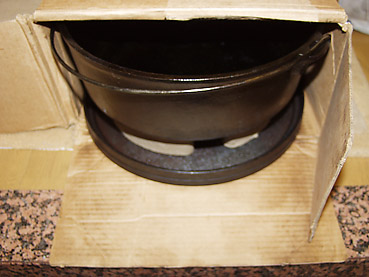 ダッチオーブンの保管方法 1 ~ 購入時の箱にいれて保管