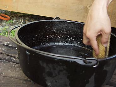 ダッチオーブンの洗い方~焦げ付いてない場合