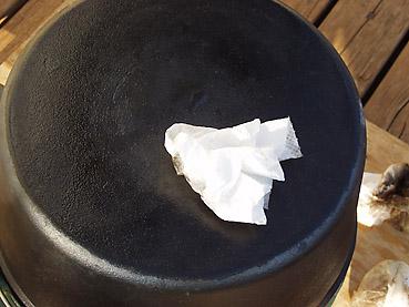 ダッチオーブンの洗い方~焦げ付いてしまった場合のリカバリー