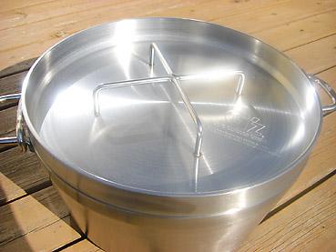 ステンレス製のダッチオーブン
