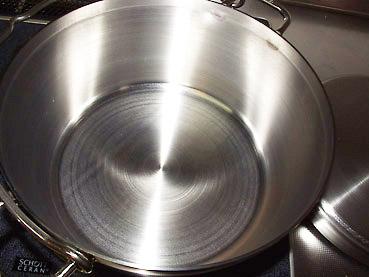 ステンレス製ダッチオーブンの使用後のお手入れ方法