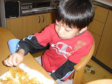 お子様のおやつに安心、揚げたてポテトチップス(コンソメ味もできるよ)