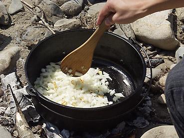 ダッチオーブンでつくるキーマカレー