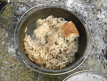 ダッチオーブンレシピ「たっぷりきのこごはん」