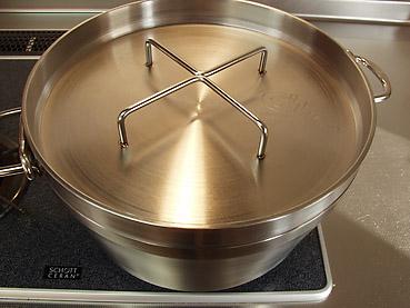 カボチャの下ごしらえに、ステンレス製ダッチオーブンが便利!