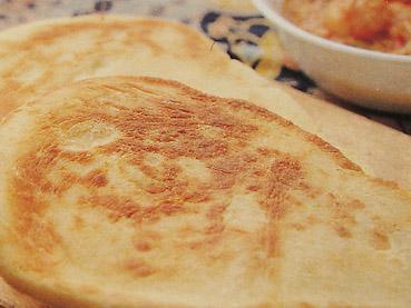 石窯で焼く、インド風発酵パン「ナン」